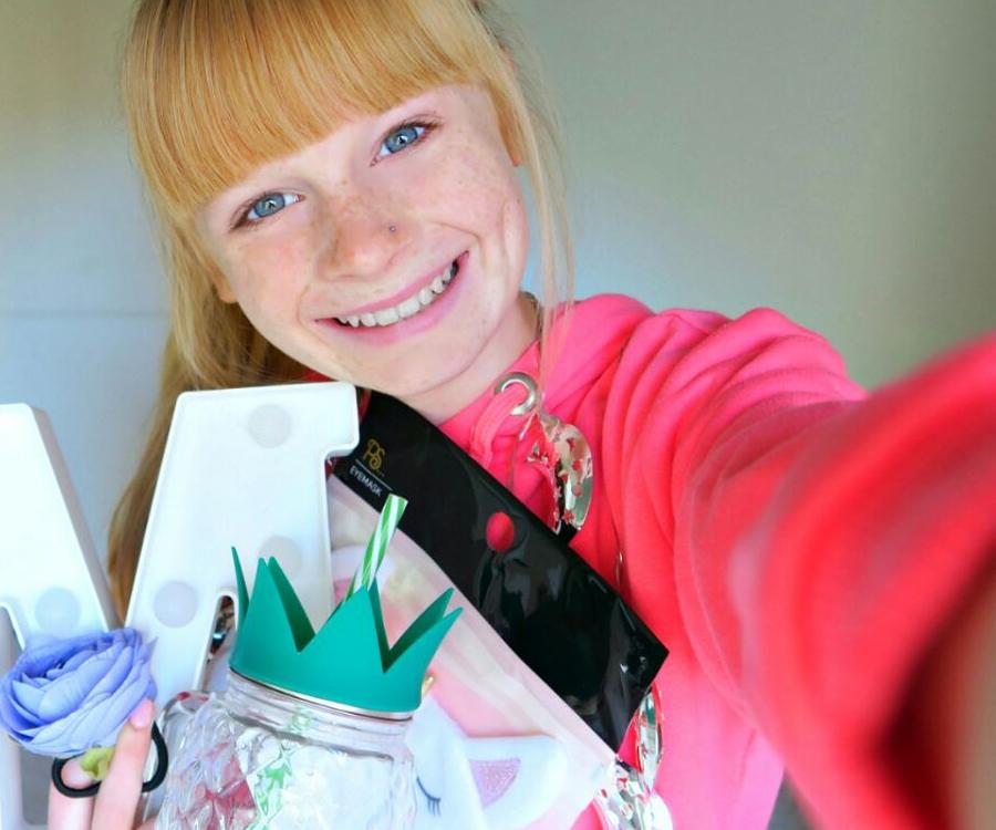 Mia Fizz - Bio-Facts, Family of British YouTuber & Vlogger