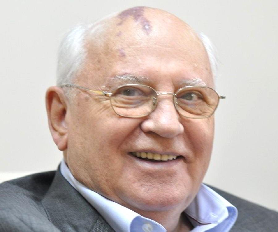 gorbachev biography Mikhail sergeyevich gorbachev president of the union of soviet socialist  republics (march 1990 - december 1991) photo biography.