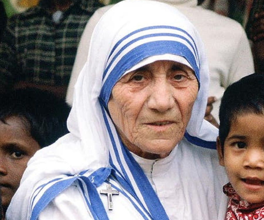 mother teresa brief biography
