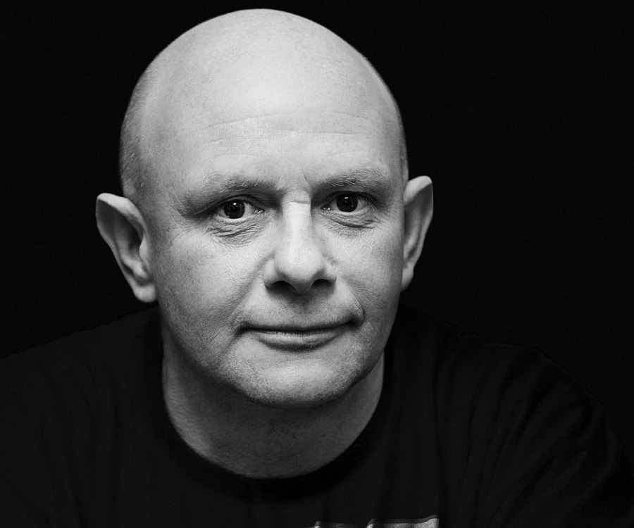 nick hornby essay Da capo best music writing the year s best essays and articles on music as selected by nick hornby author of high fidelity and how to be good.