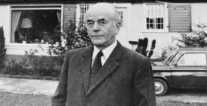 albert speer Primary sources albert speer albert speer, the son of an architect, was born in mannheim on 19th march, 1905 after studying architecture at the munich institute of technology and at the berlin-charlottenburg institute, he became an architect in 1927.