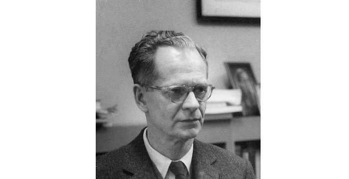 b f skinner B f skinner 1904-1990 burrhus frederic skinner was born in a small pennsylvania town his father was an attorney and his mother a housewife his family life was described as old-fashioned and hard working.