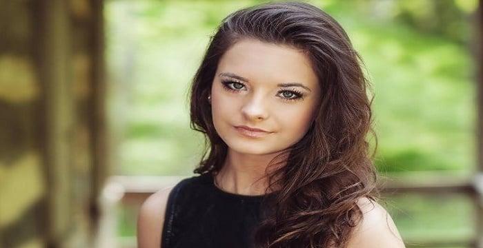 Brooke Hyland Bio Facts Family Life Of Dancer
