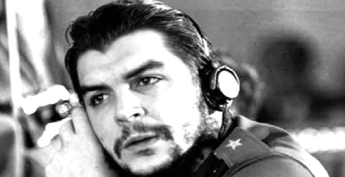 a biography of che guevara Short biography of che guevara and his participation in the socialist movement  that eventually led to his execution in the tropics of bolivia.