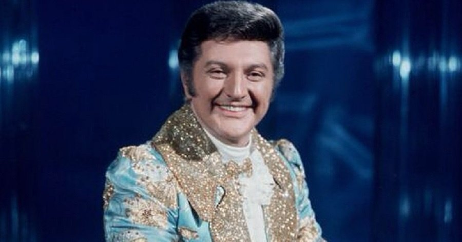 Liberace Biography - Facts, Childhood, Family Life ...