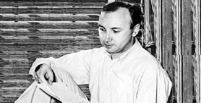 a biography of neil simon a play writer Neil simon (born july 4, 1927) is an american playwright and screenwriter he has written over thirty plays and nearly the same number of movie screenplays, most adapted from his plays he has received more oscar and tony nominations than any other writer.