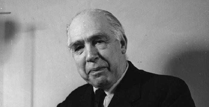a brief biography of albert einstein the scientist Here is a short biography of the great scientist and physician albert einstein.