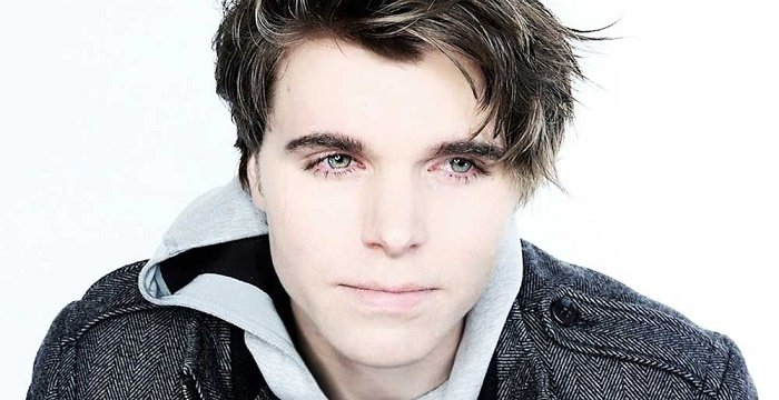 The 34-year old son of father (?) and mother(?) Onision in 2020 photo. Onision earned a million dollar salary - leaving the net worth at million in 2020