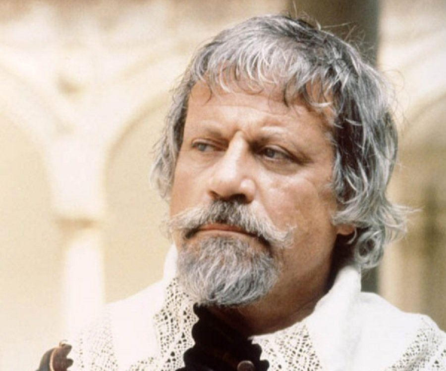 Oliver Reed Biography - Childhood, Life Achievements