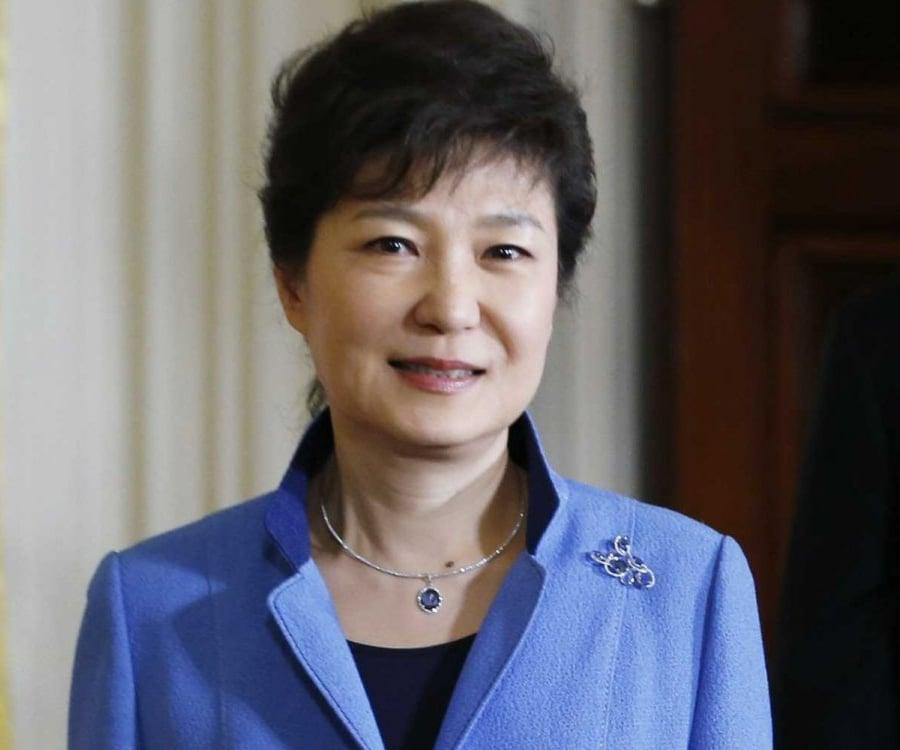 Résultat d'images pour Park Geu-hye