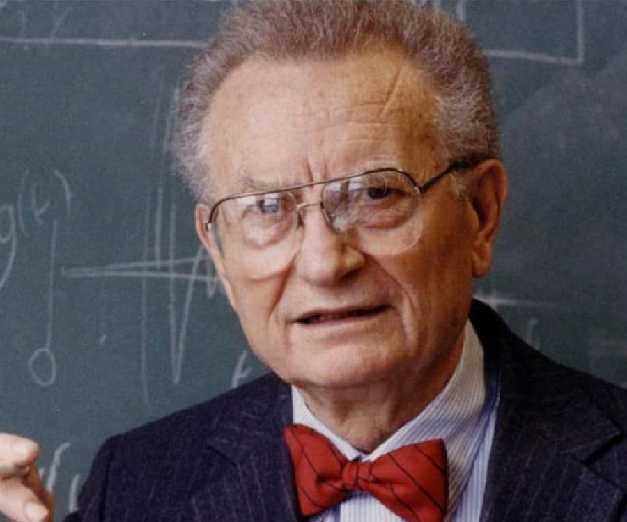 a biography of paul anthony samuelson an american economist Paul anthony samuelson (gary, may 15, 1915-belmont, december 13, 2009) was an american economist  paul_samuelson's biography .