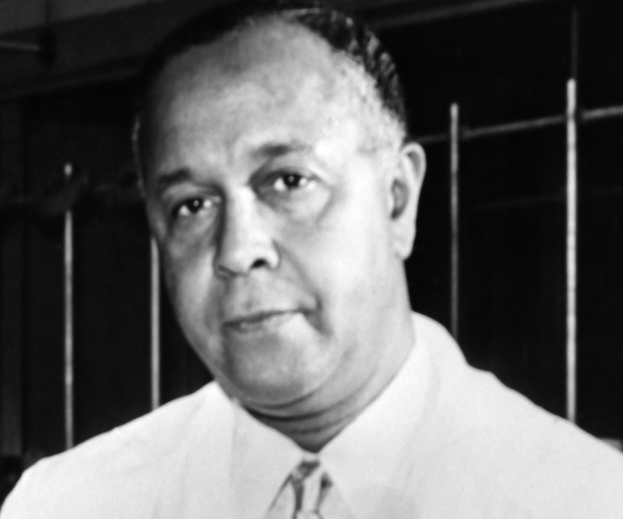 percy julian biography His house was firebombed he lost his job on the eve of the depression he took on powerful, entrenched interests in the scientific establishment and overcame countless obstacles to become a world-class chemist, a self-made millionaire, and a humanitarian yet despite his achievements, percy julian's.