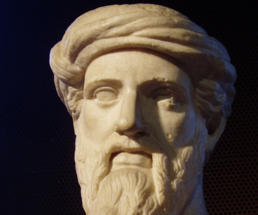 a biography of pythagoras of samos Pythagoras pythagoras was born around 569 bc in samos, ionia, and died around 475 bc pythagoras was a greek philosopher, and mathematician pythagoras also developed the pythagorean brotherhood this was religious in nature, however it formulated principals that influenced the thoughts of plato and aristotle,.