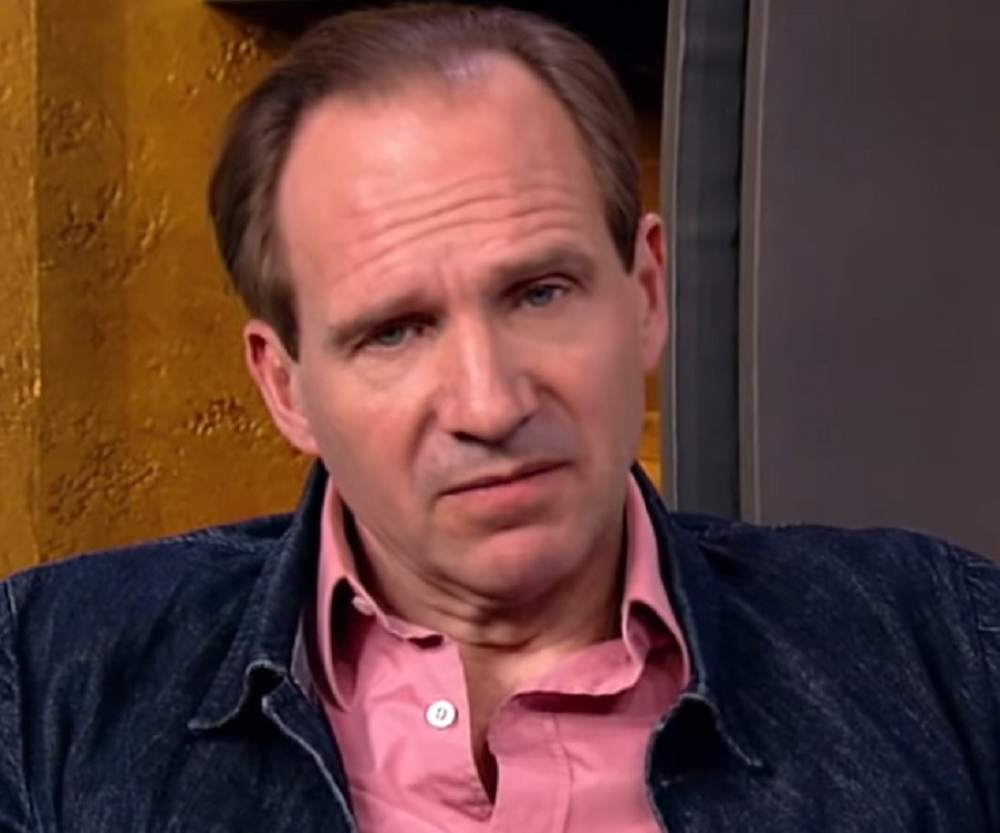 Ralph Fiennes Biography - Childhood, Life Achievements & Timeline