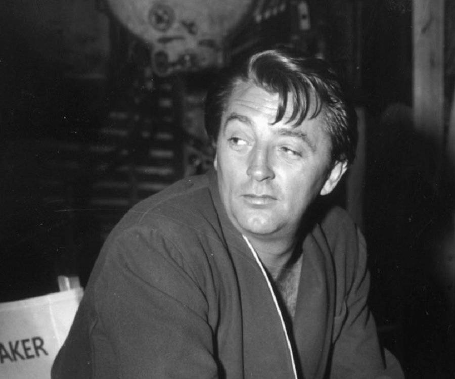 how tall is robert mitchum