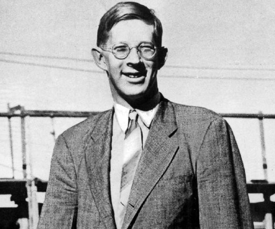 robert wadlow bio facts family life of tallest man ever known