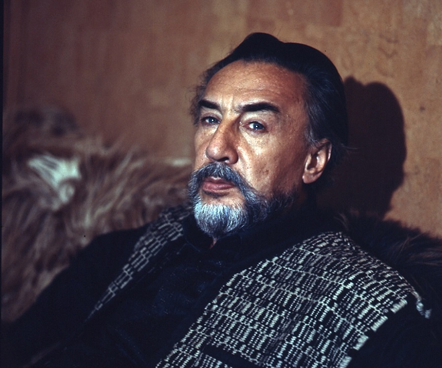 https://www.thefamouspeople.com/profiles/images/romain-gary-6.jpg
