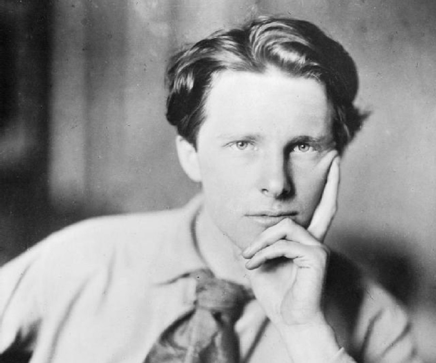 a comparison of soldier poets rupert brooke and siegfried sassoon on experiences of war and their po Comment on the poets different attitudes to war and the effectiveness of owen met siegfried sassoon rupert brooke's poem the soldier is a measured sonnet.