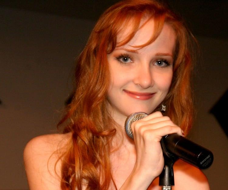 actress scarlett pomers