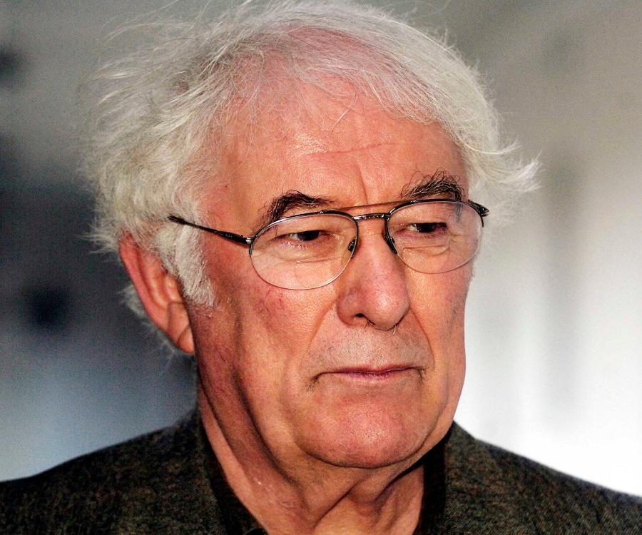 heaneys poetry Hung in the scales with beauty and atrocity (the grauballe man) if, as seamus heaney says, quoting borges, 'poetry lies in the meeting of poem and reader, not in the.