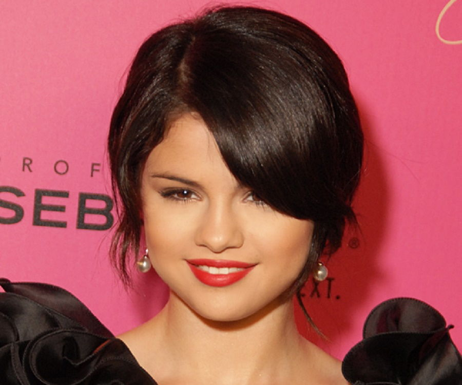 selena gomez biography essay Selena gomez talks about getting in touch with her hispanic heritage in a recent interview.