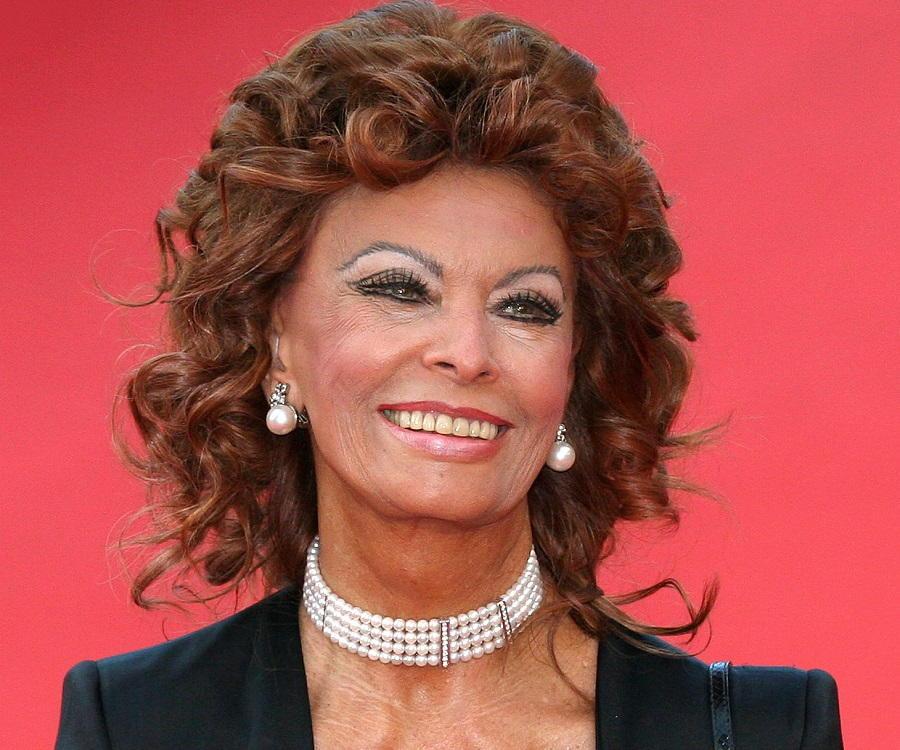 Sophia Loren Biography - Childhood, Life Achievements & Timeline