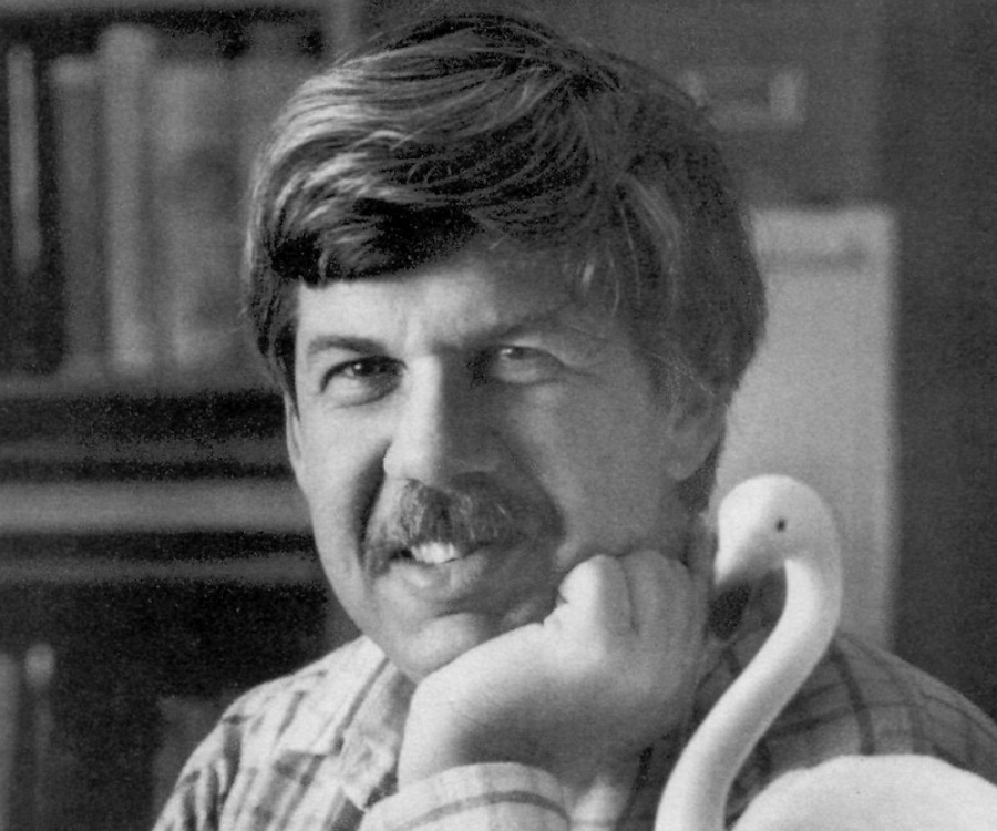 stephen jay gould essays Read this science essay and over 88,000 other research documents the panda's thumb - stephen jay gould the panda's thumb: more reflections in natural history stephen jay gould with a touch of humor, geology, evolutionary.