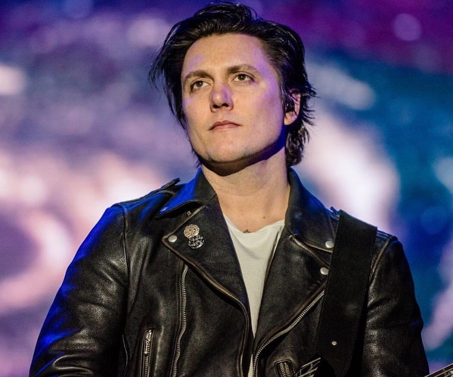 Synyster Gates - Bio, Facts, Family Life of Guitarist