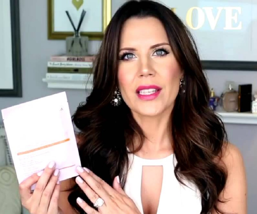 tati westbrook bio facts family life of youtuber vlogger. Black Bedroom Furniture Sets. Home Design Ideas