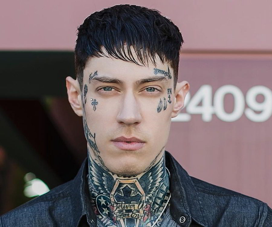 Trace Cyrus Biography - Facts, Childhood, Family Life ...