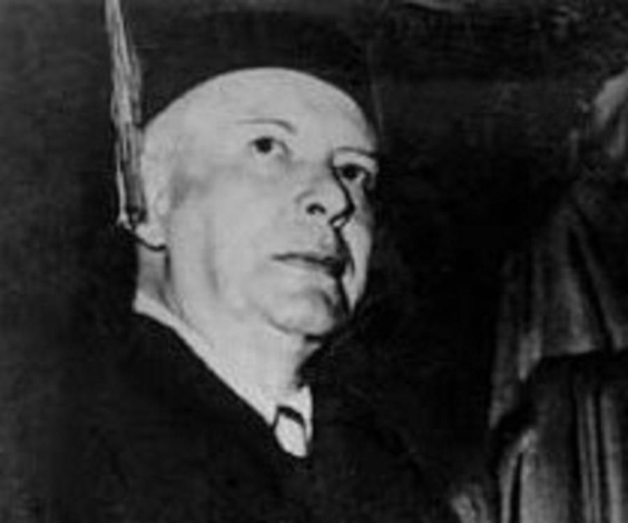 the life and works of wallace stevens Wallace stevens, studying among other  tween art and life in the aesthetic outlook of both authors  james and stevens, in neither of their works does the.