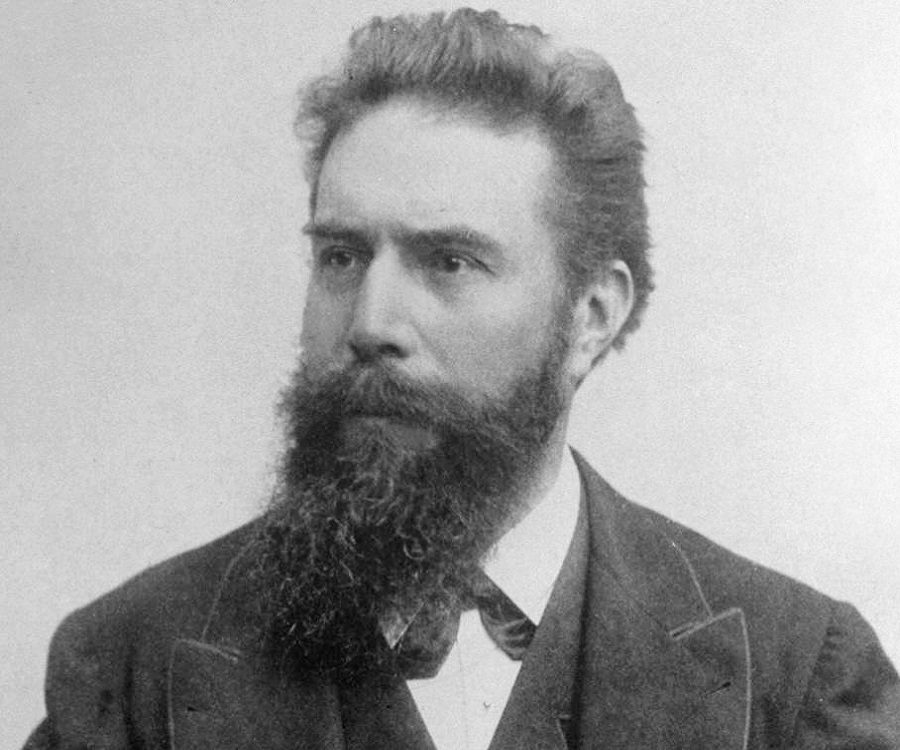 Wilhelm Rontgen Biography - Childhood, Life Achievements & Timeline