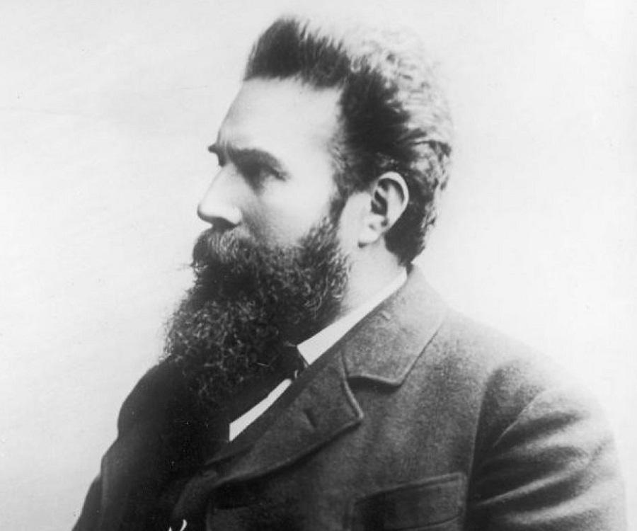 Wilhelm Rontgen Biography - Childhood, Life Achievements & Timeline