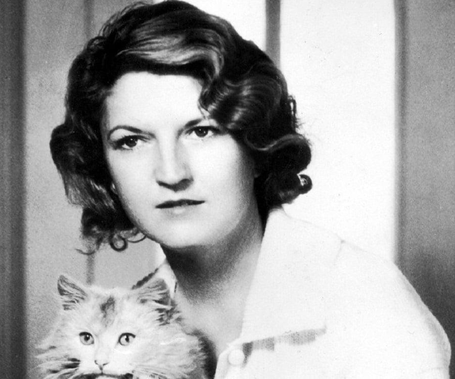 a biography of zelda sayre fitzgerald Zelda fitzgerald's biography and life storyzelda sayre fitzgerald (july 24, 1900 - march 10, 1948), born zelda sayre in montgomery, alabama, was an american novelist and the wife of writer f scott fitzgerald.