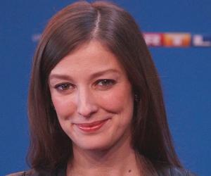 Alexandra Maria...<