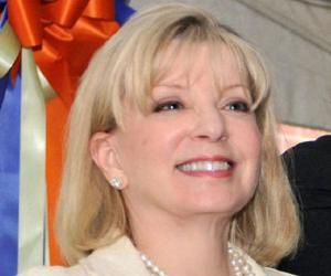 Ann Carlson Khan<