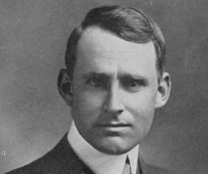 Arthur Eddington<