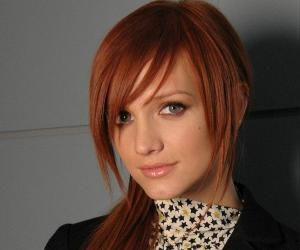 Famous Singers - List and Biographies of World Famous Singers  Ashlee Simpson