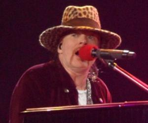 Axl Rose Biography - Childhood, Life Achievements & Timeline