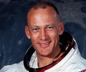 Buzz Aldrin<