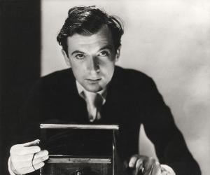 Cecil Beaton biography online