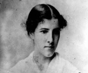 1883-5 Photo Charlotte Perkins Gilman at age 24