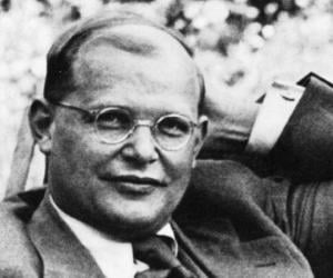 Dietrich Bonhoeffer biography online