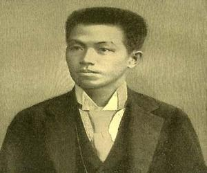 emilio aguinaldo and rizal In the late 1800s, jose rizal founded the filipino league, which began fighting  spanish colonial rule of the philippine islands emilio aguinaldo succeeded.