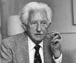 a biography of the american developmental psychologist erik erikson 1902 1994 Erik erikson's own struggle with identity led to his later explorations of identity crisis and psychosocial development learn more about his life.