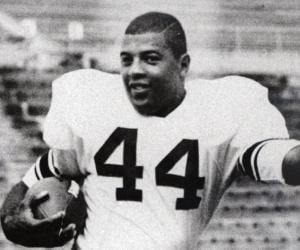 Auto Express Credit >> Ernie Davis Biography - Facts, Childhood, Family ...