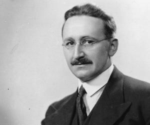 Friedrich von H...<