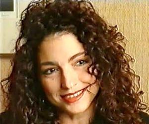 a biography of gloria estefan born gloria maria fajardo Beginning in the mid-1980s, gloria estefan emerged as one of the biggest new  pop  on to become the most popular crossover artist in latin music history with  seven  gloria maría milagrosa fajardo was born september 1, 1957, in havana ,.