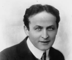 Harry Houdini biography online