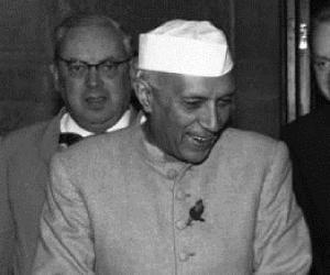 indira gandhi biography in marathi pdf
